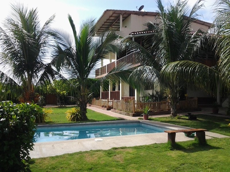 Casa Madera, 2BR Ocean View Apartment, holiday rental in Puerto Cayo