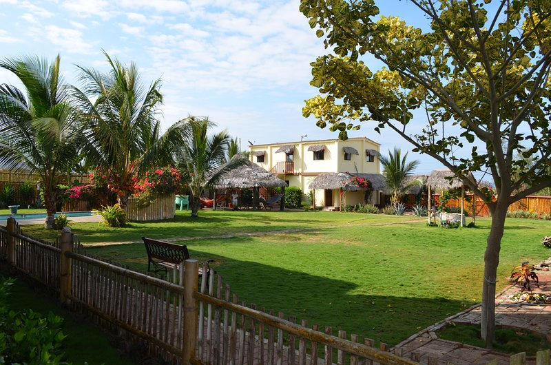 Casa Patio, 1BR Ocean View Apartment, holiday rental in Puerto Cayo