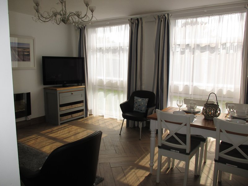 Lounge/diner with 42' TV