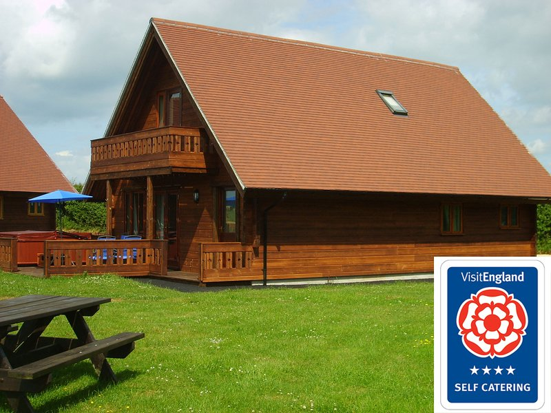 Melbury Chalet (V B 4*) with own hot tub, location de vacances à Bedchester