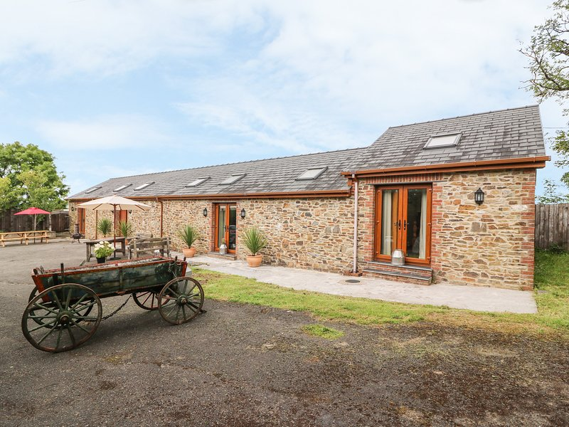 THE COACH HOUSE, WiFi, enclosed garden, near Carmarthen, aluguéis de temporada em Cwmffrwd
