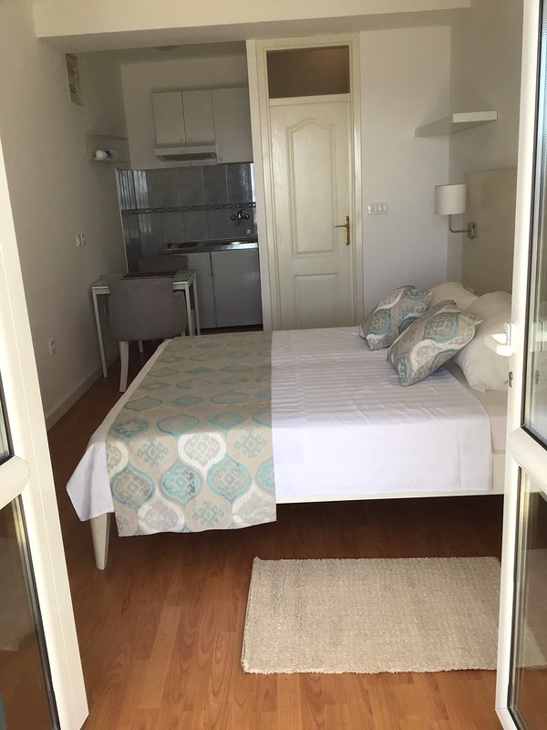 AQUAMARINE APARTMENT (STUDIO), holiday rental in Meljine