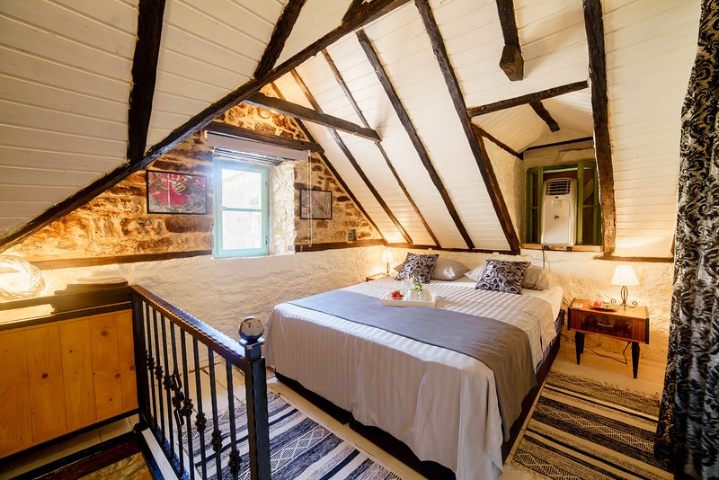 Historic & Charming Stone House Kala, location de vacances à Kastel Sucurac