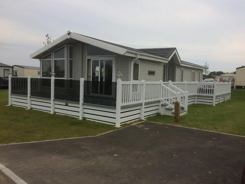 Tattershall Lakes Prestige Lodge With Hot Tub, holiday rental in Tattershall