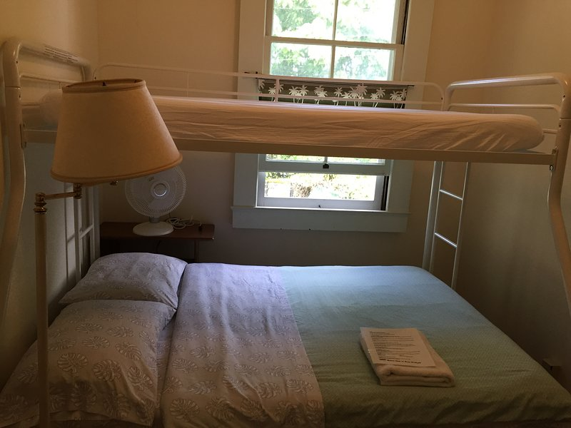 Hilo Bed & Breakfast -Room #4, location de vacances à Papaikou