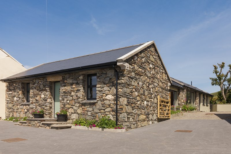 Surby Croft Holiday Cottage - 5 Star Luxury Self Catering sleeps 6, vacation rental in Castletown