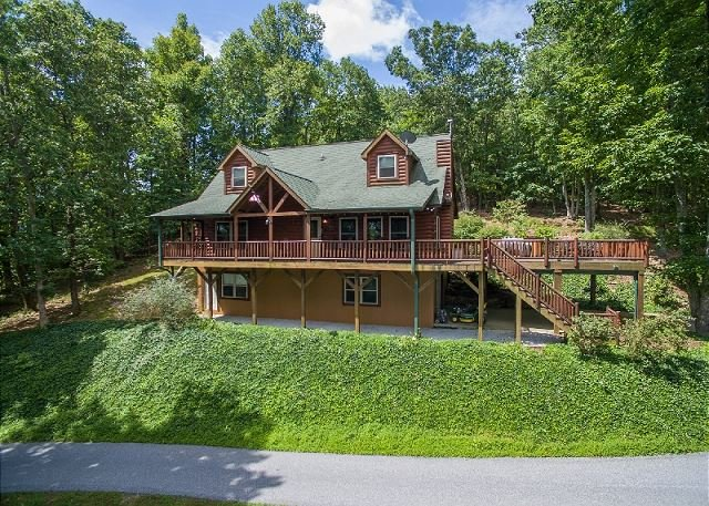 Bear's Den |  Beautiful views, swimming lake, fishing lake, & more!, vacation rental in Tryon