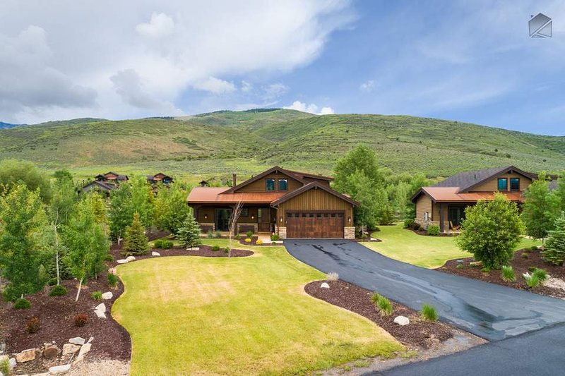 This home is located in a quiet corner of High Star Ranch at the base of the foothills.