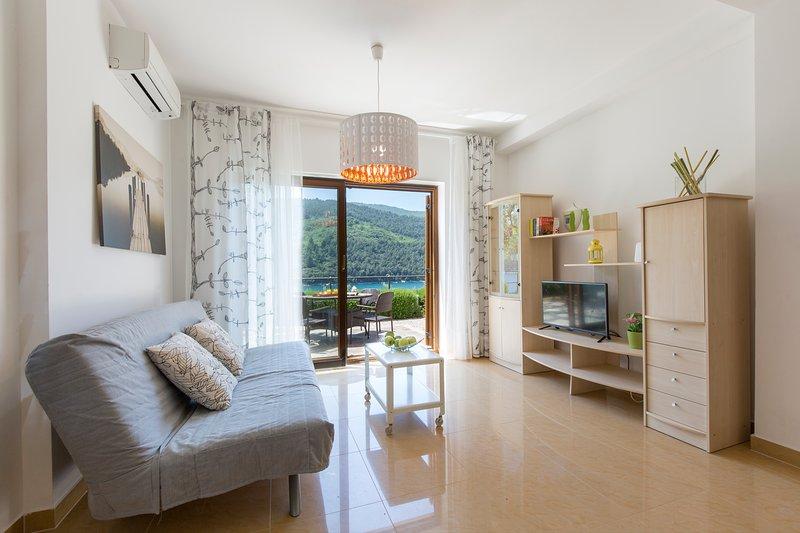 Sea Side Holiday Two Bedroom Apartment, casa vacanza a Duga Luka