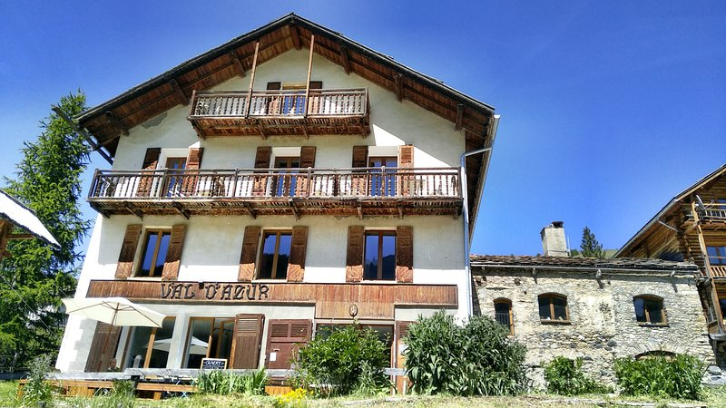 Bed & Breakfast - Tapas & boissons locales, holiday rental in Aiguilles