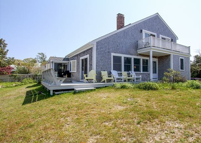 Oceanview Buzzards Bay Getaway w/ Wraparound Deck - Steps to the Beach, location de vacances à Buzzards Bay