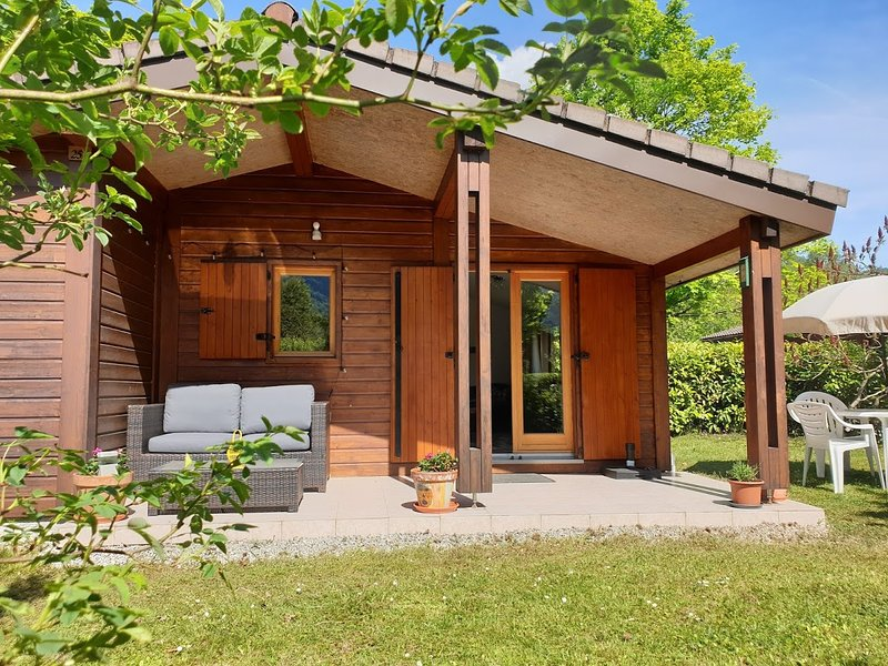 Cosy Cabin - on the shores of Lake Annecy France, location de vacances à Giez