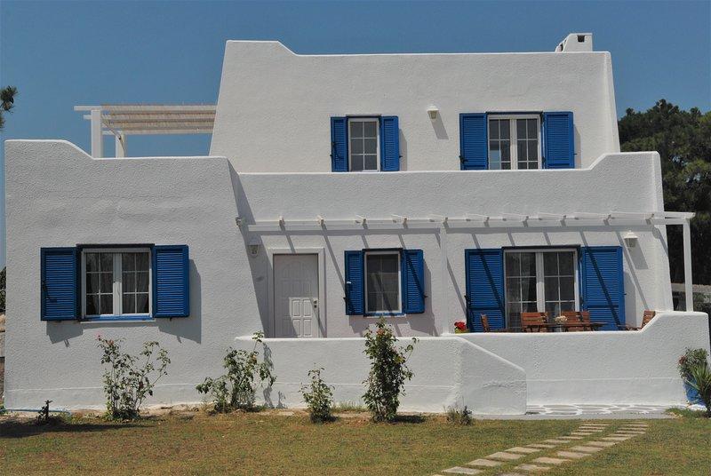Mykonian Style Villa near Chalkidiki, holiday rental in Neoi Epivates