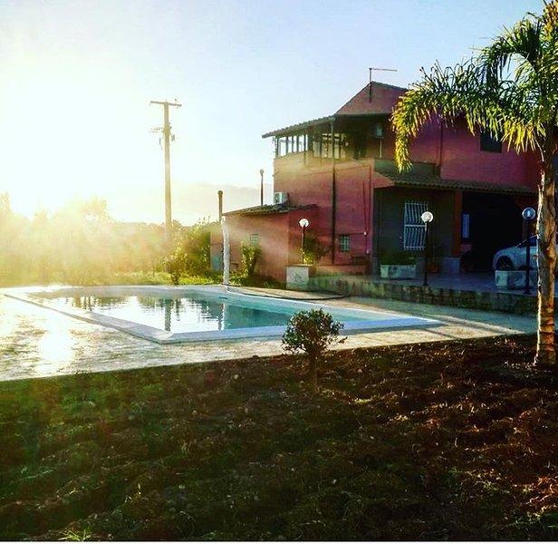 Amazing apartment with shared pool, casa vacanza a Calabernardo