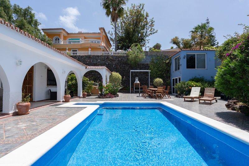 Villa Marina - vistas de mar y montaña, alquiler vacacional en El Sauzal