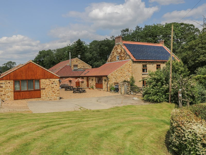 CALF HOUSE, semi-detached ground floor barn conversion, off road parking, WiFi, vacation rental in Kilburn