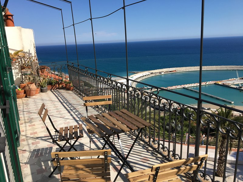 Large Apartment with incredible sea views, vacation rental in Ventimiglia