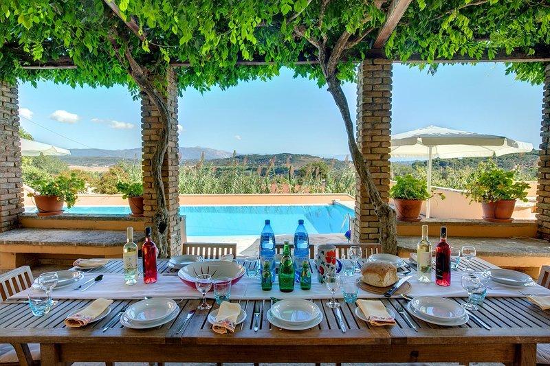 Vatos Villa Sleeps 9 with Pool Air Con and WiFi - 5604812, casa vacanza a Kokkini