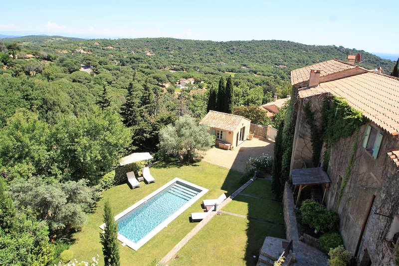 Large Village House with Pool in Ramatuelle, holiday rental in Ramatuelle
