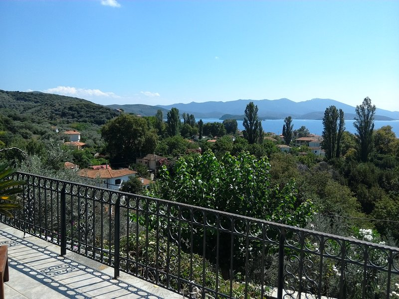 Chorto- The View, holiday rental in Kalamos