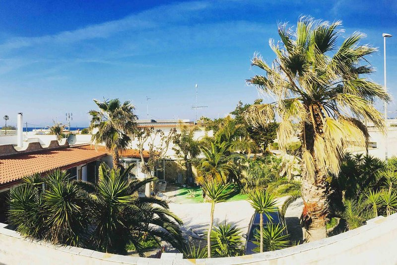 Charming villa close to the sea, aluguéis de temporada em Torre Rinalda