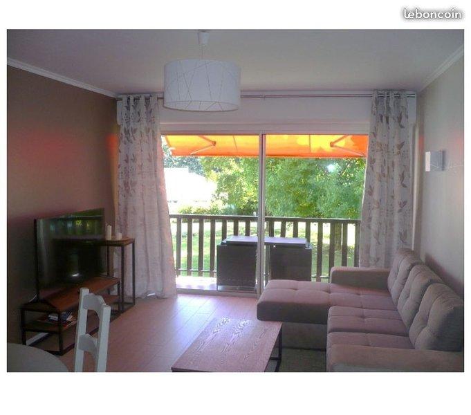 Very nice living / dining room facing south
