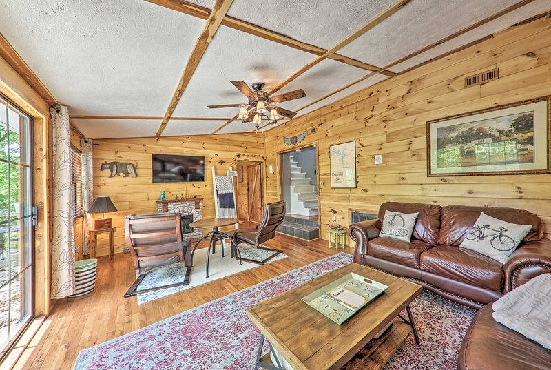 Getaway on Center Hill Lake w/ Decks & Water Views, holiday rental in Silver Point