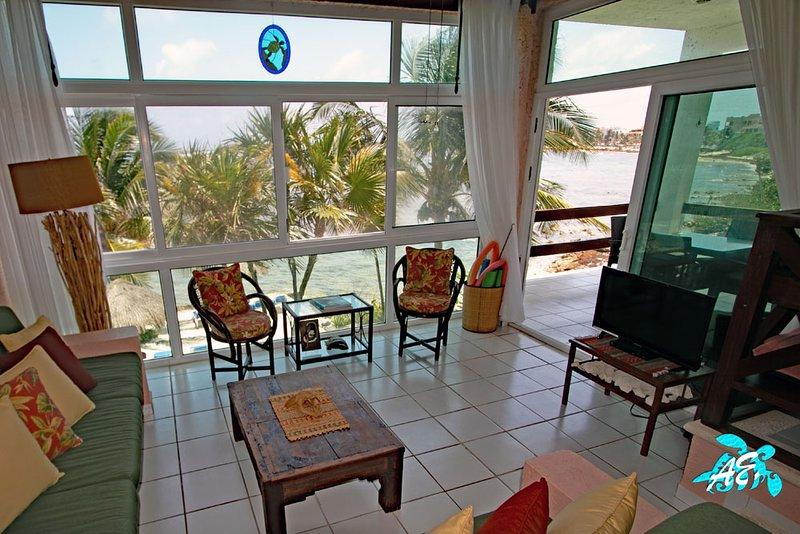 Akumal Beachfront with Modern Comforts, Mayan Craftmanship AND Seaweed Free!, vacation rental in Akumal