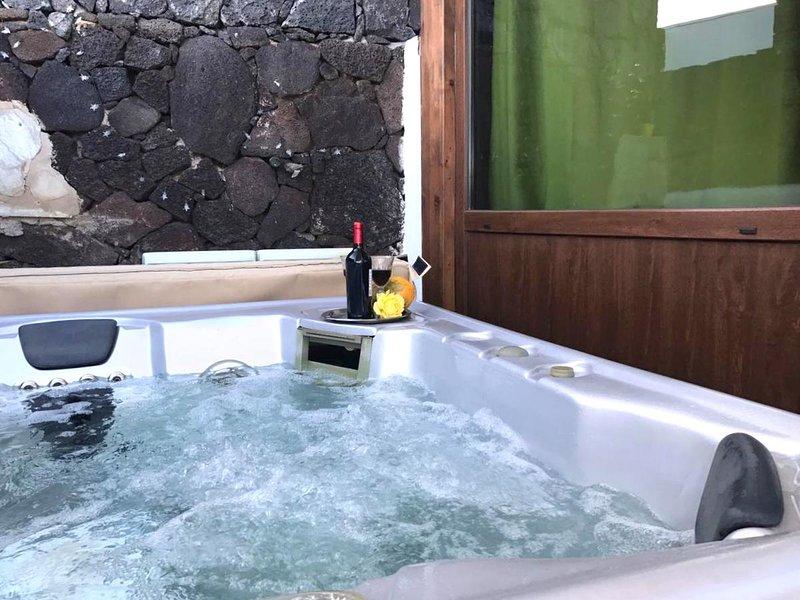 Apartamento Luna con Jacuzzi y vista del Mar en La Asomada, holiday rental in La Asomada