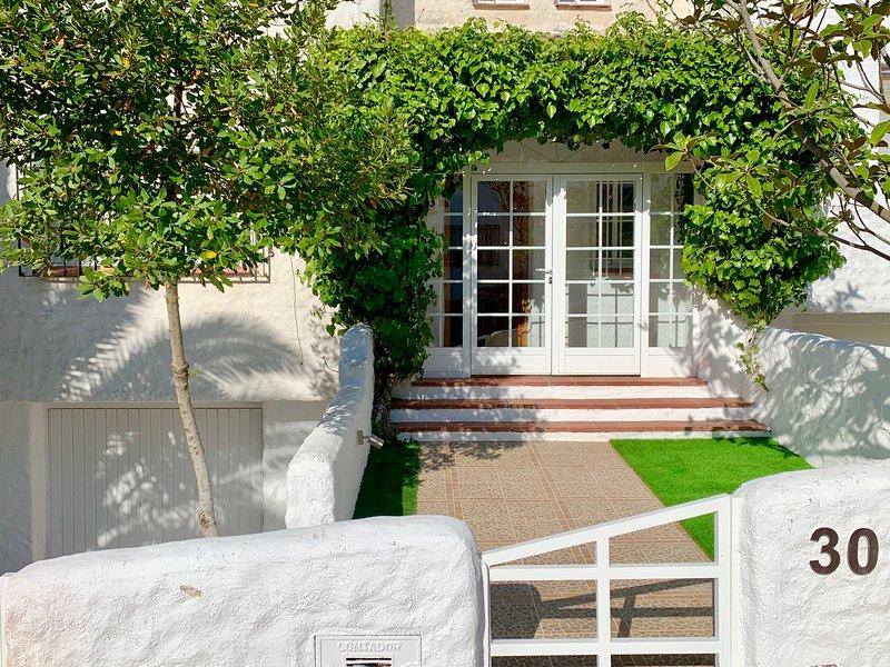 Casa turística Lilo 30. A 5 min de Toledo. Max 12 personas., vacation rental in Camarena