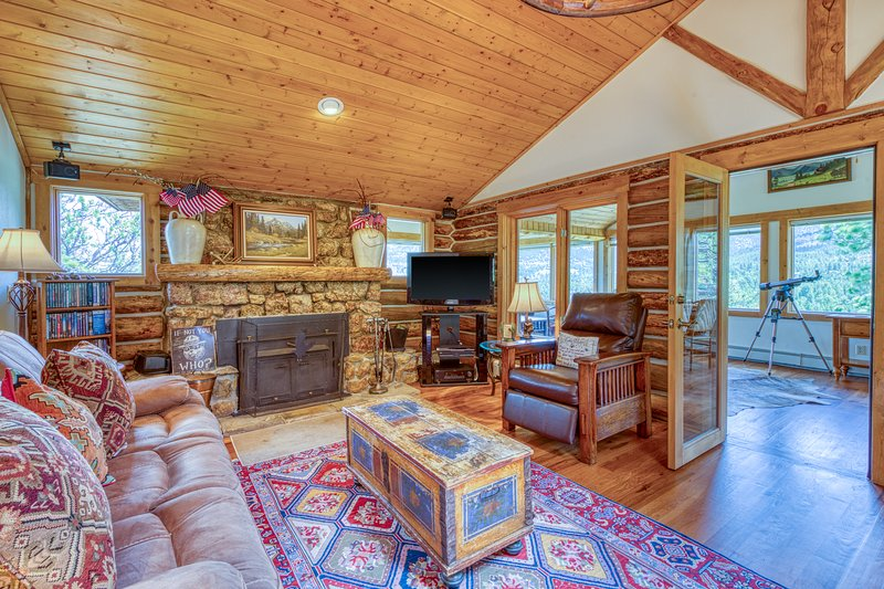 Mountain getaway w/separate bunkhouse, deck & trail access, vacation rental in Estes Park