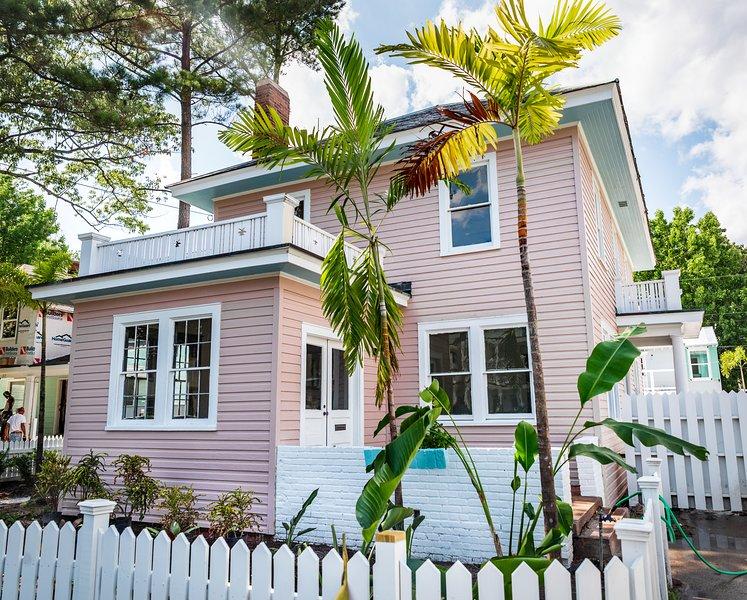 3-bedroom 1.5 bath Sleeps 14 Home in the Heart of Virginia Beach Oceanfront!, vakantiewoning in Virginia Beach
