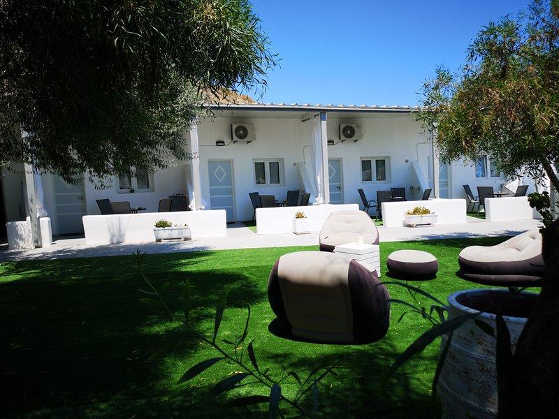 SPACIOUS VILLA WITH GARDEN AND PRIVATE BALCONY AREA, location de vacances à Vlycha