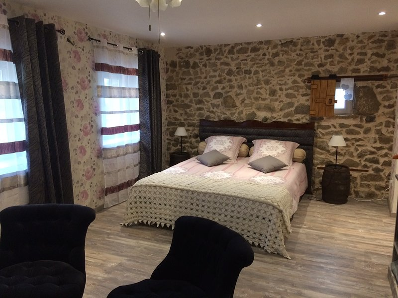 S2 VERGERS DE LOUISE, vacation rental in Olliergues