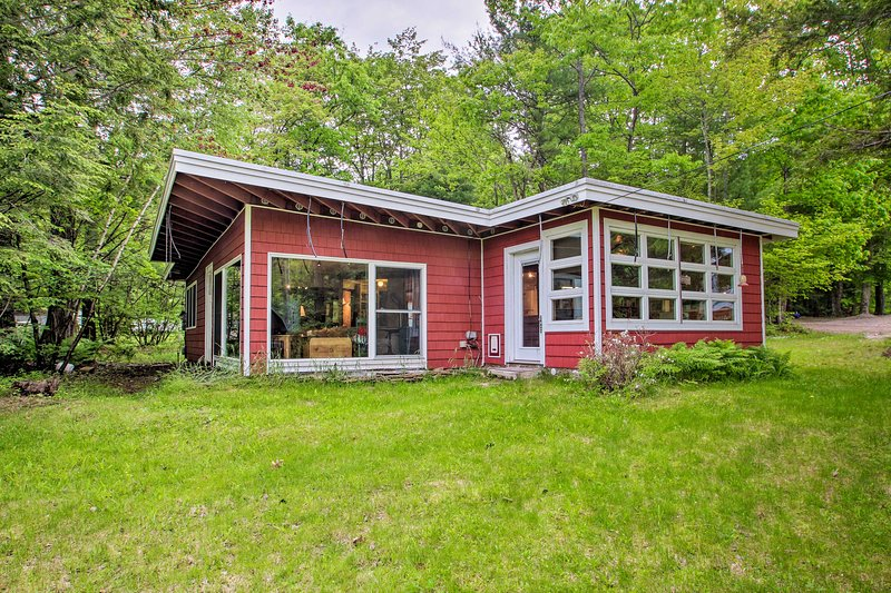 Cozy Cottage, 200 Feet to Pleasant Lakefront!, location de vacances à Barrington