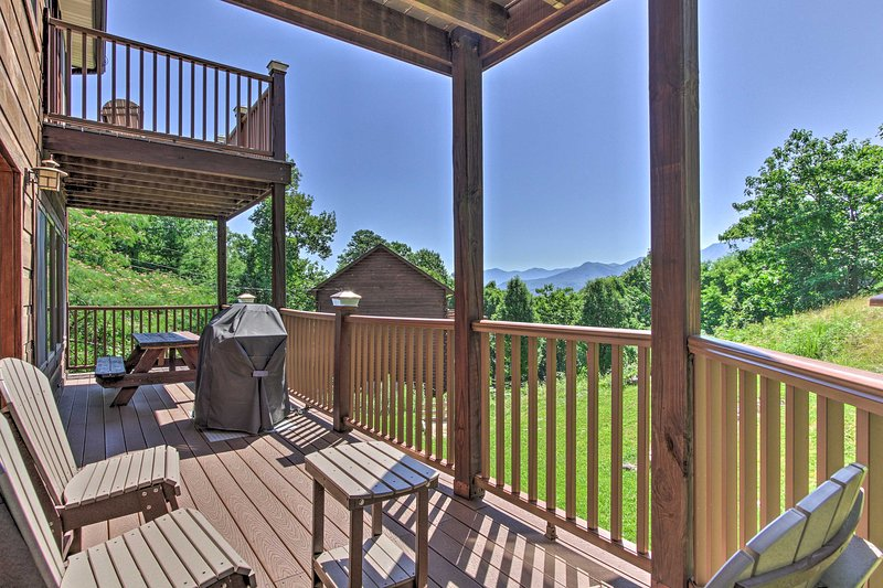Deluxe Gatlinburg Retreat w/ Hot Tub & MTN Views!, vacation rental in Gatlinburg