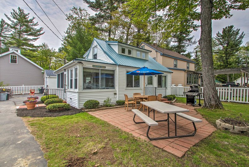 Sebago Lake Cottage w/ Patio + Beach Access!, alquiler vacacional en Cornish