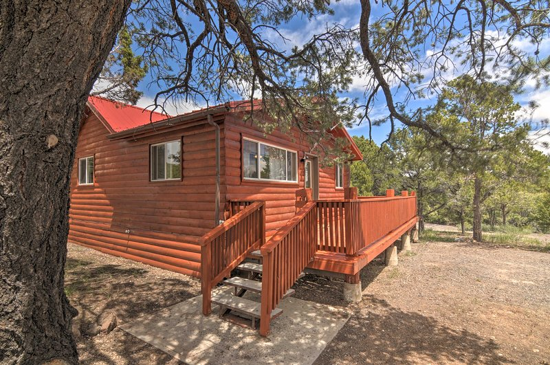 Cabin 6 Mi to Burr Trail, 32 Mi to Escalante!, holiday rental in Capitol Reef National Park