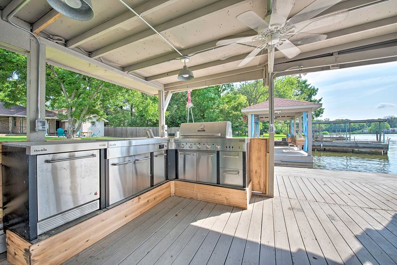 Whip up a meal on the private dock!