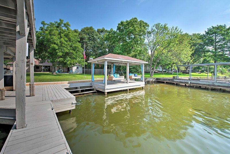 Swing your worries away at this lakefront property with space for 14 guests.