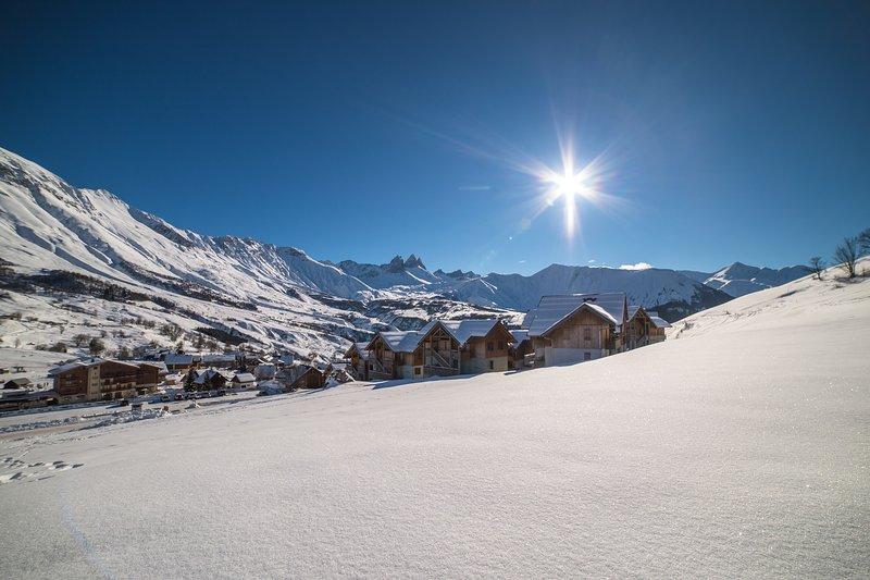 Profitez d'être situé au cœur de la montagne, à une courte distance des pistes.