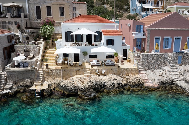 Halki Sea House , Sea front luxury villa, location de vacances à Tilos