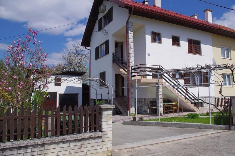 Slunj Apartment Sleeps 4 with Air Con - 5807534, location de vacances à Slunj