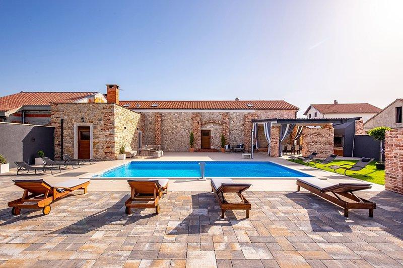 Beautiful Villa Ambar, in Dalmatia, holiday rental in Nadin