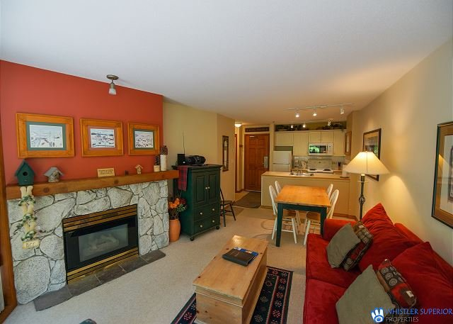 The Aspens - Ski In/Ski Out, Pool & Hot Tub, Fireplace, Free WiFi, holiday rental in Whistler