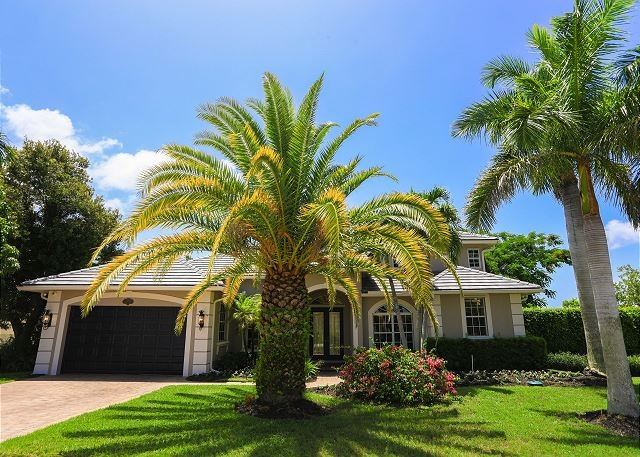 Peaceful inland home w/ heated pool & hot tub, vacation rental in Marco Island