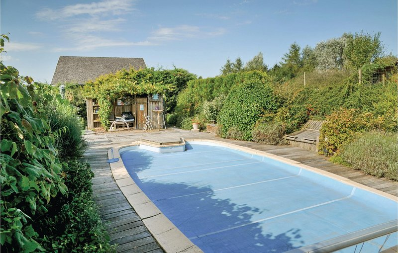 Amazing home in Somme Leuze with Sauna, 4 Bedrooms and Outdoor swimming pool (BN, vacation rental in Somme-Leuze
