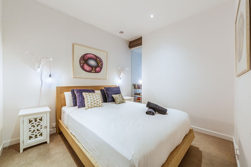 Elegant 1 bed 1 bath apartment, free parking, holiday rental in Hawthorn