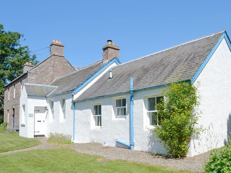 The Old School House Cottage, vacation rental in Meikleour