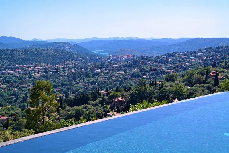 Stunning villa with luxury interior & breathtaking views of the Côte d'Azur, location de vacances à Spéracèdes